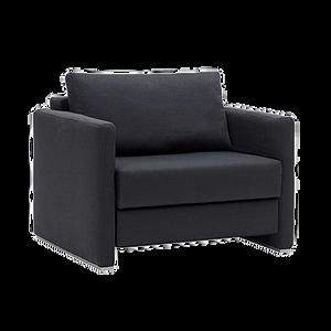 Der Schlafsessel LOOP von FRANZ FERTIG, der durch sein intelligentes Verwandeln ein komfortables Sitzen und Schlafen auf Sitzhöhe bietet und wahlweise mit drei verschiedenen Armlehnentypen ausgestattet ist, bietet damit eine Alleinstellung: feste und klappbare Armlehnen.