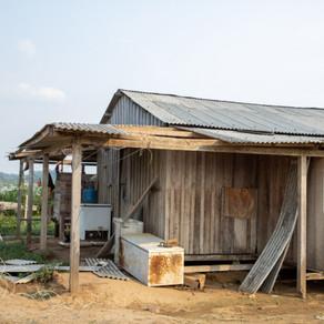 Primeira – dama faz doação de telhas a famílias de São Carlos atingidas por vendaval