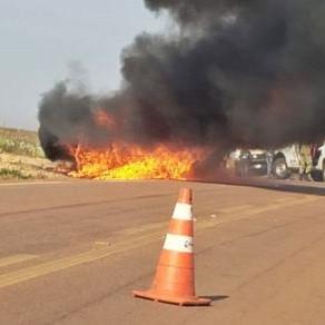 Ford Ranger pega fogo e mais de 150 codornas morrem em rodovia