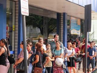 Caixa Econômica desrespeita clientes e prefeito diz romperá contratos