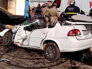 Urgente: Caminhão esmaga carro e moto em Mato Grosso; três ficam feridos