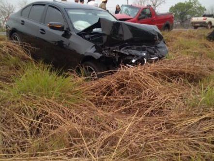 Urgente mulher morre após bater de frente com BMW