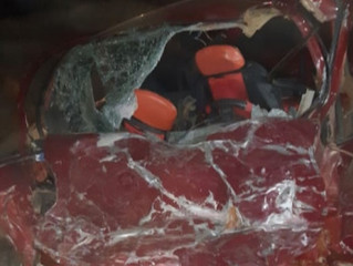 Urgente duas pessoas morrem em acidente envolvendo três veículos