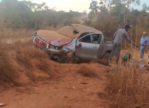 Motorista perde controle e capota caminhonete próximo a Cerejeiras