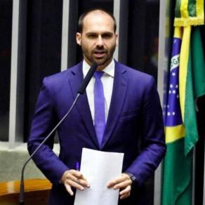 Após viagem a NY, filho de Bolsonaro testa positivo para Covid-19