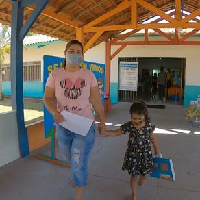 Prefeitura de Cacoal entrega material do Ensino Positivo a alunos da rede pública municipal