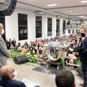 """Presidente da Câmara faz homenagem """"Voto de Louvor e Reconhecimento"""" ao pastor Roberto Varjão"""