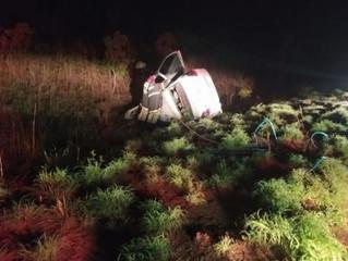 Urgente: Três pessoas morrem em acidente entre dois carros e uma carreta
