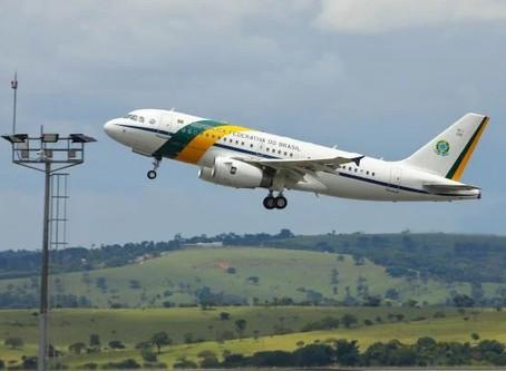 Fumaça de queimadas no Pantanal faz avião com Bolsonaro arremeter em MT