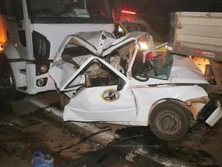 Urgente:  4 veículos de carga se envolvem em engavetamento e BR-163 é totalmente bloqueada; 3 ferido