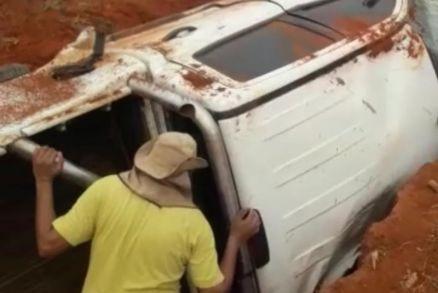Grave acidente deixa um morto e nove feridos no interior