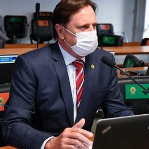 """""""Manutenção de estradas podem gerar mais lucro e segurança ao campo"""", diz senador Acir Gurgacz"""