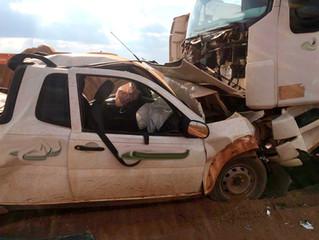 Urgente:Acidente entre caminhão e carro em rodovia deixa vítima presa às ferragens