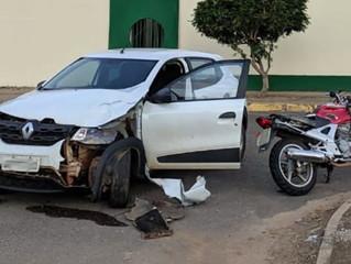 Urgente: Acidente entre carro e moto deixa homem ferido