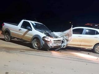 Carreta do DER carregado com máquinas se envolve em acidente na BR 364