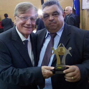 Jornalista Odair Calado recebe pela 4° vez, premio FENACOM