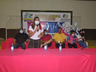 Vereadora Juliana Antunes comemora a abertura da 1ª Copa de futsal feminino