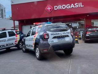 Urgente; Ladrões invadem Drogasil e fazem funcionários e cliente de reféns