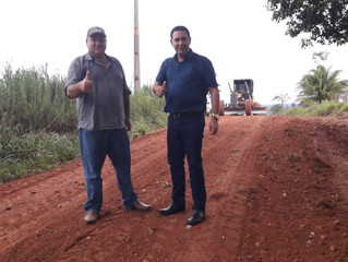 Vereador Eliomar Monteiro acompanha trabalhos da Semagri e Semosp na zona rural de Rolim de Moura
