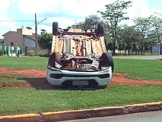 Urgente: Carro colide com outro em avenida