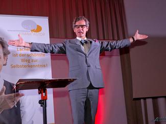 Benefiz Kabarett mit Frank Astor am Freitag, 15.11. um 20 Uhr im Kurparkschlösschen in Herrsching