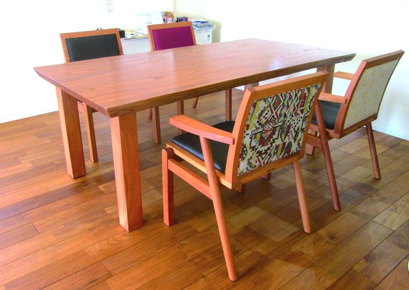 ケヤキのテーブル、ROBOchair