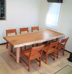 ケヤキの一枚板テーブル&KAKUチェアー