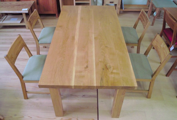 ナラのテーブル
