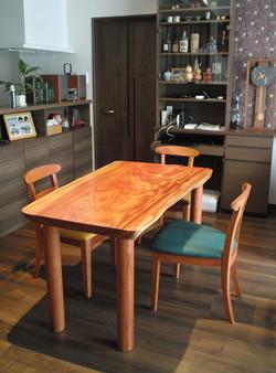 ケヤキの一枚板テーブル&tora chair