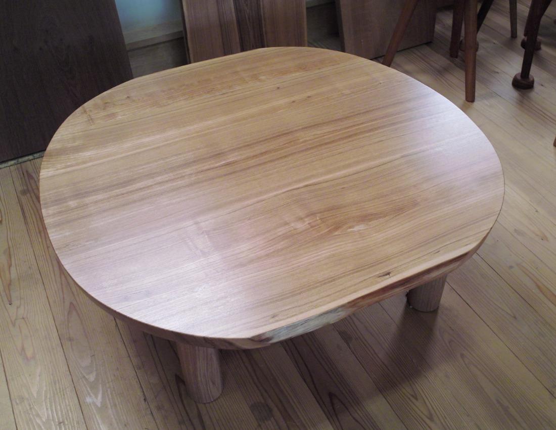 タモのリビングテーブル