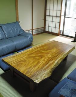 ケヤキの一枚板の座卓