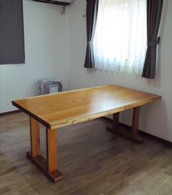 ケヤキのテーブル