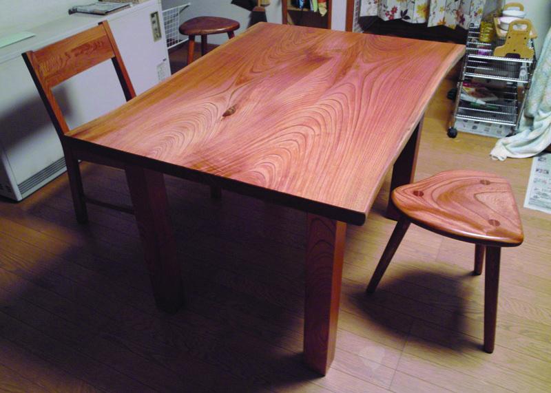 ケヤキのテーブル、KAKU chair、stool