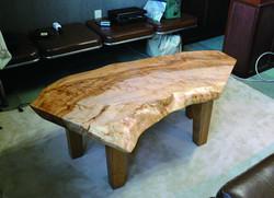 トチのリビングテーブル