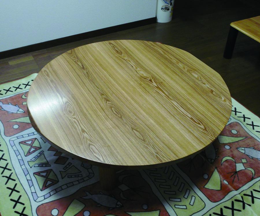 タモのテーブル