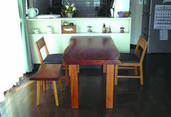 ケヤキの一枚板テーブル、KAKU chair、スツール