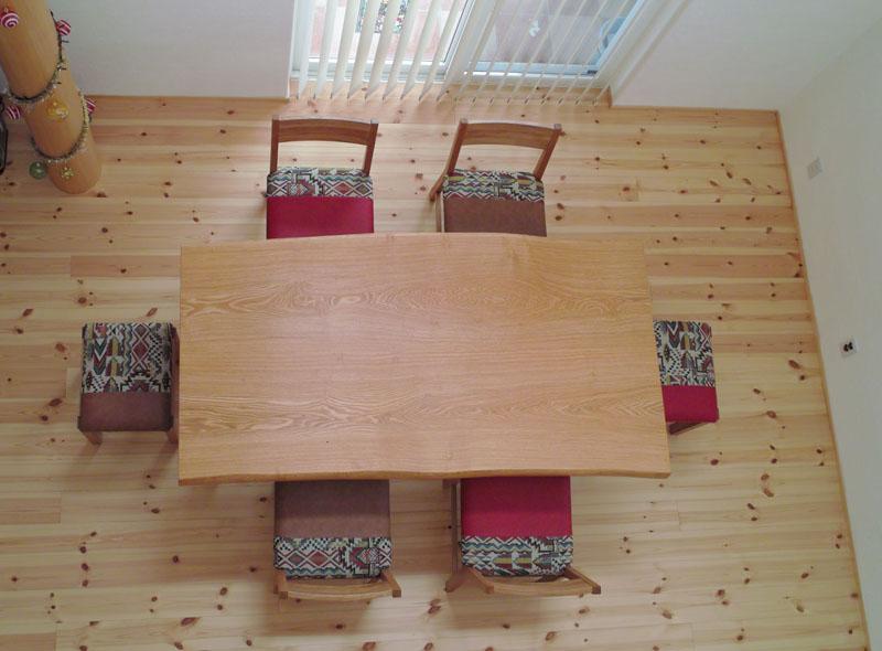 タモのテーブル、KAKUチェアー、スツール