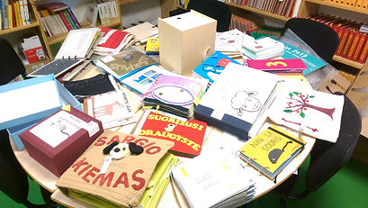 Bücher aus aller Welt (Kleiner Tisch)