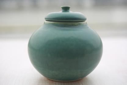 karinegoldberg_ceramic_ondine_sucrier_bo