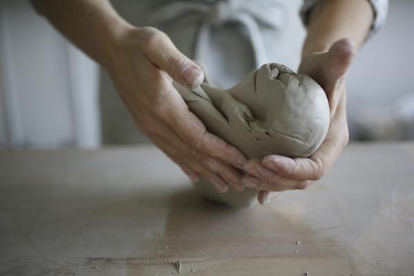 karinegoldberg_ceramic_detail_mains.JPG