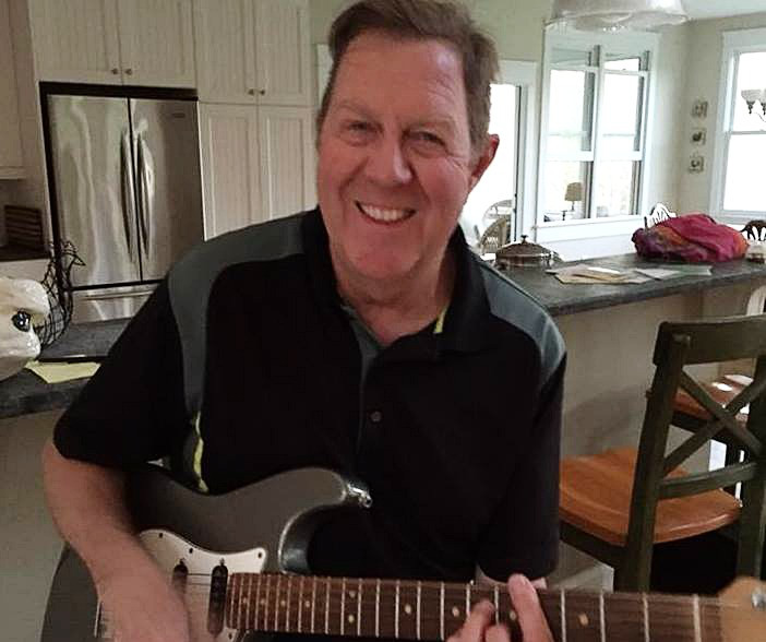 jim-mccrae-with-guitar