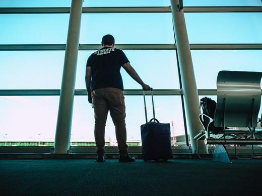 Pasqua 2021. Runner, fatti da parte, c'è un nuovo untore mediatico: il viaggiatore.