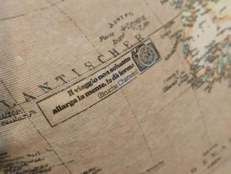 Cuscino Viaggio Mappa con citazioni.jpeg