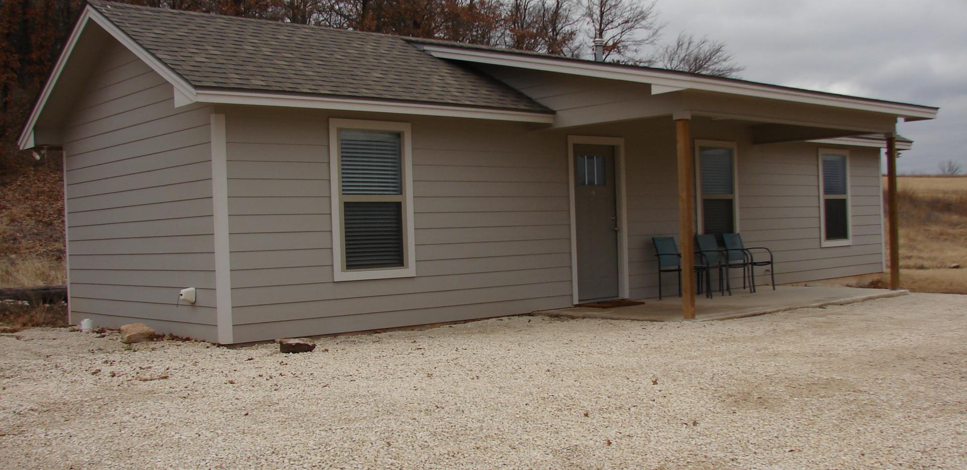 Small cabin exterior 1.JPG