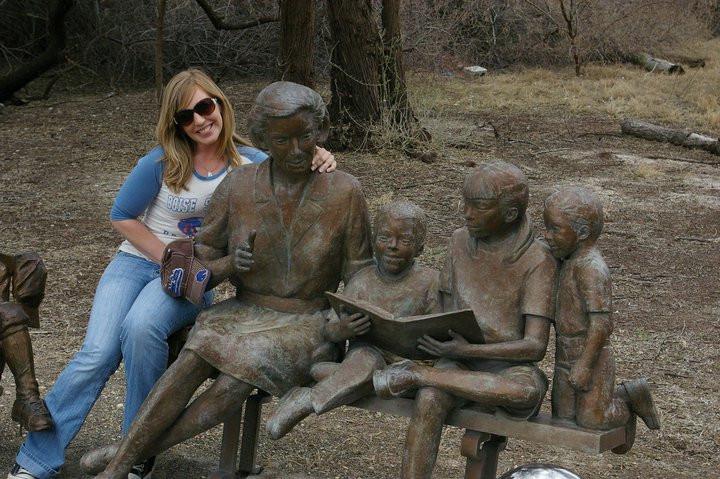 Reading Statue 2.jpg