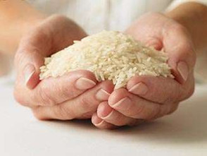Entrega de arroz y azúcar