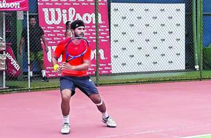 Gilberto Gómez como ganador en Torneo de Tenis