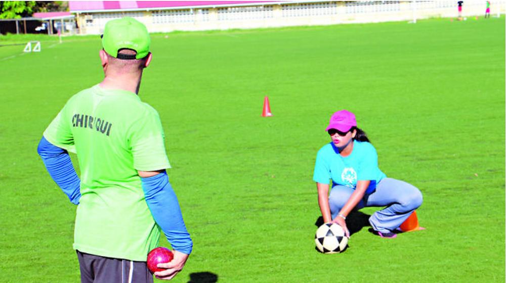 La entrenadora sobe de fútbol, tenis y 'hockey'.