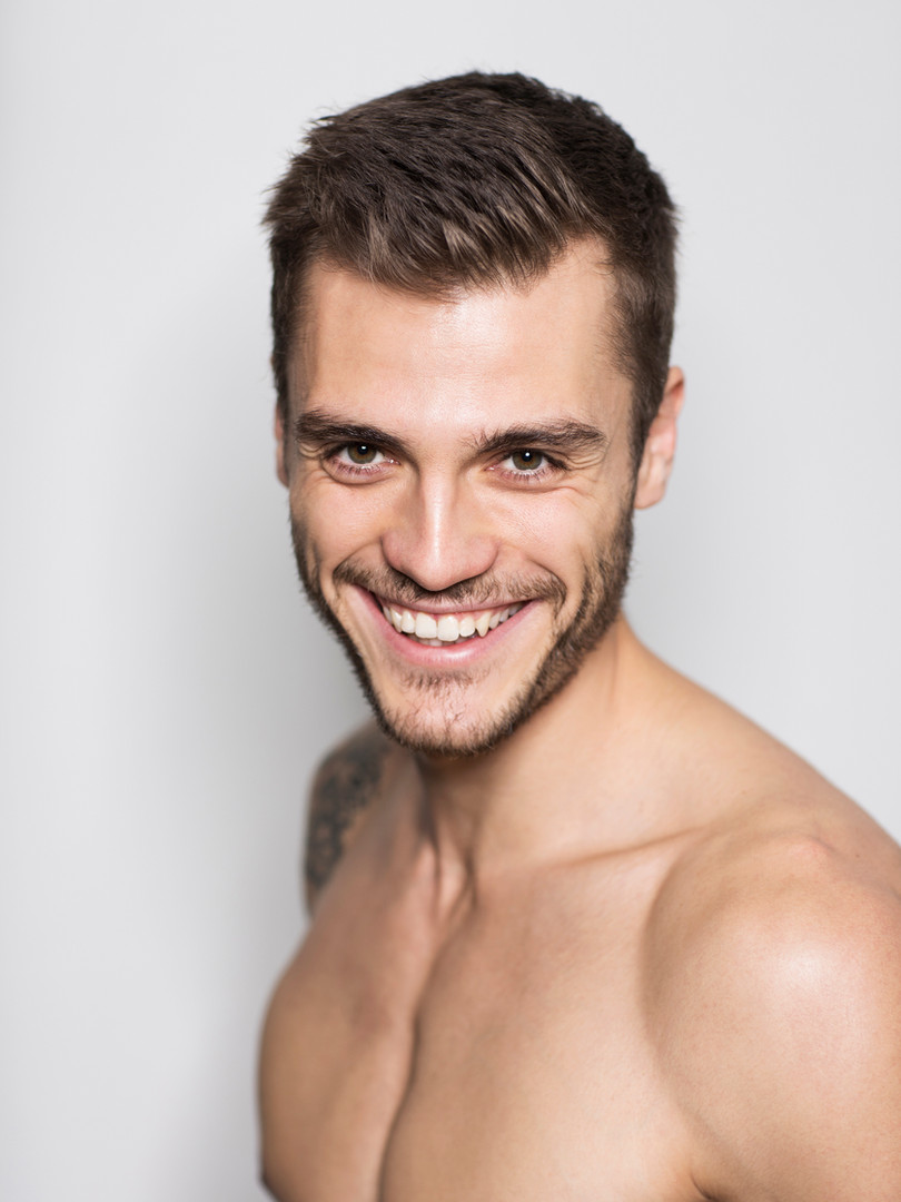 Smiling Fit Model