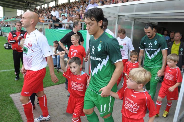 FUSSBALL BUNDESLIGA - MESUT ÖZIL
